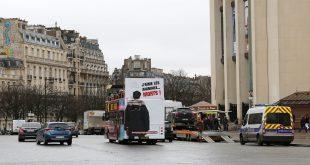 Campagne fourrure sur les Cars Rouges parisiens